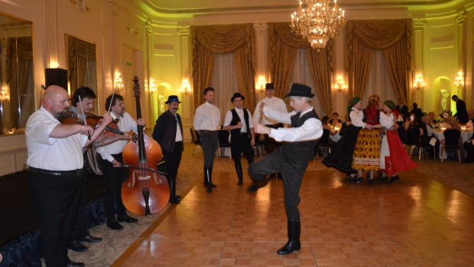 A Pannonia Néptáncegyüttes kalotaszegi táncokkal lépett színpadra