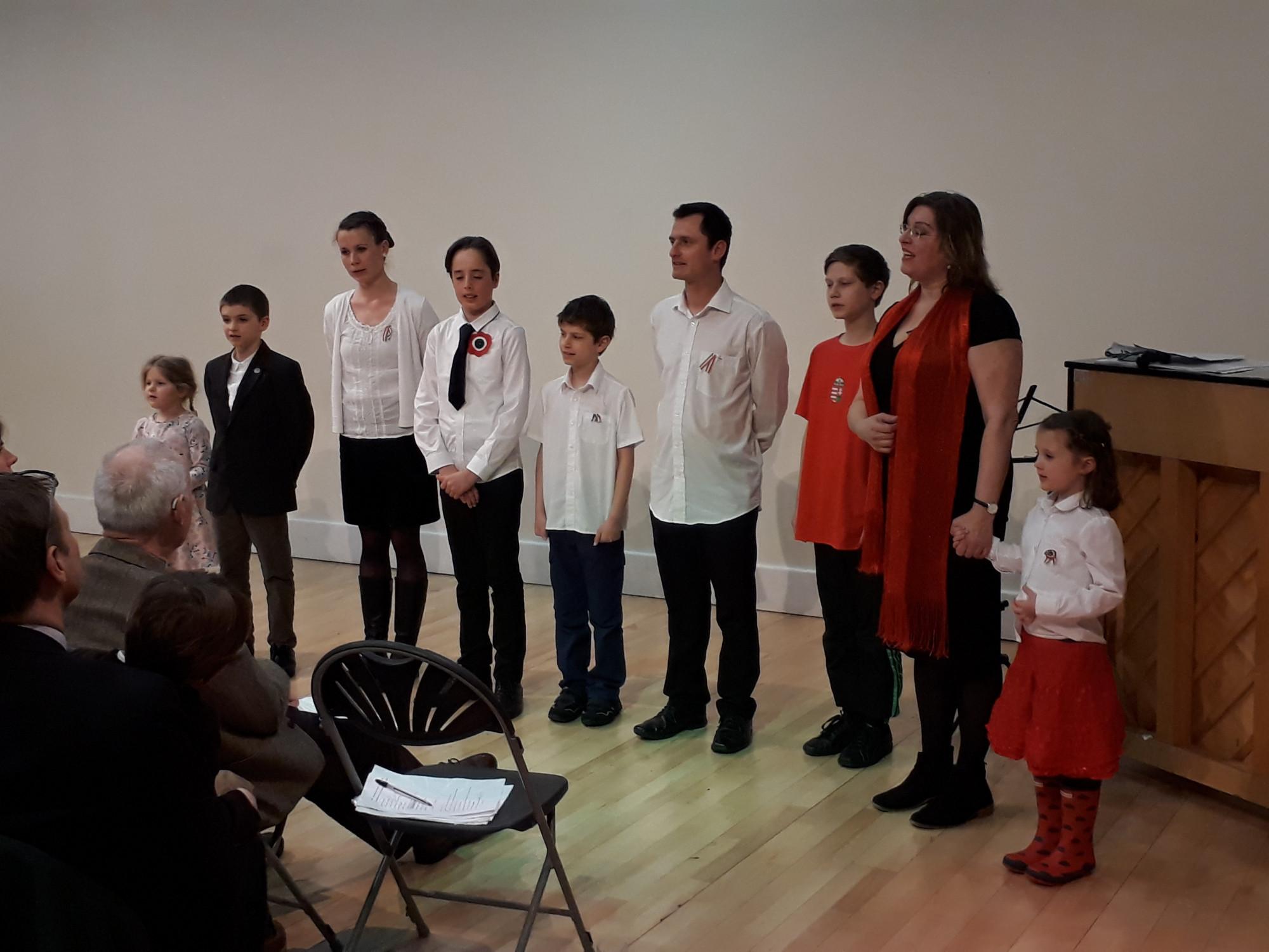 A Cardiffi Magyar Gyerekfoglalkozások diákjai