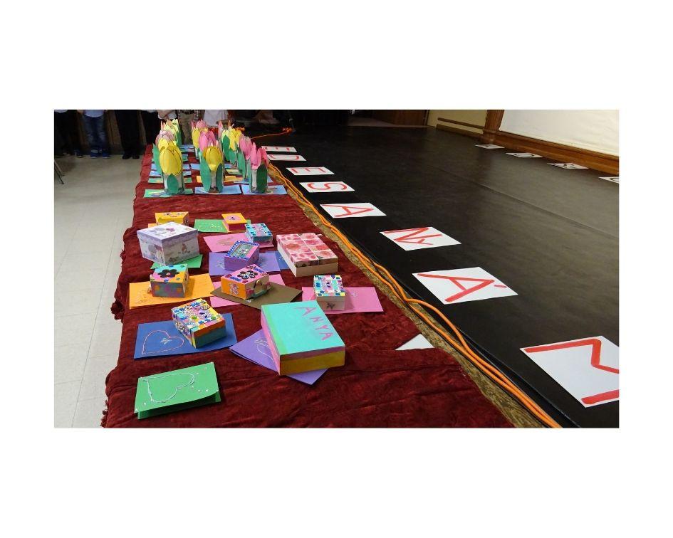 Anyáknapi ajándékok a Kitcheneri és Guelph-i Iskolásoktól