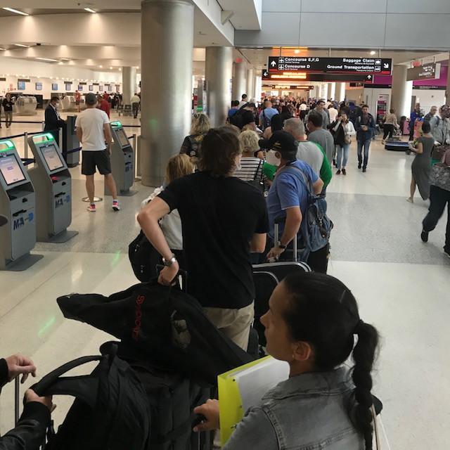 Sorbanállás a repülőtéren