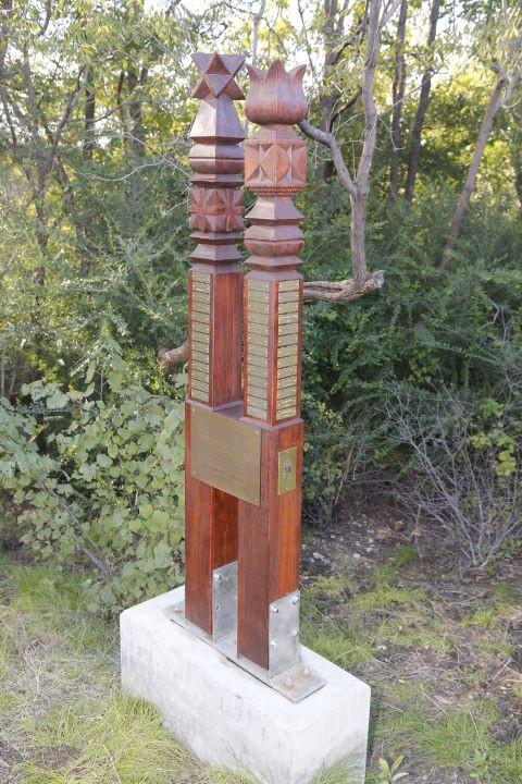 A dallasi 56-os  kopjafa emlékmű