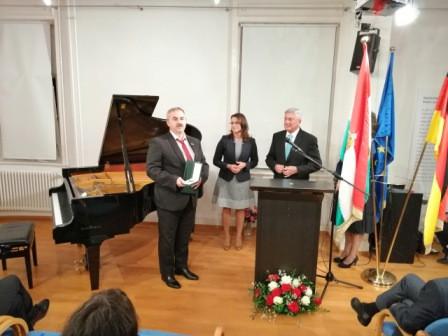 ..A Magyar Ezüst Érdemkereszt átadása Stuttgartban