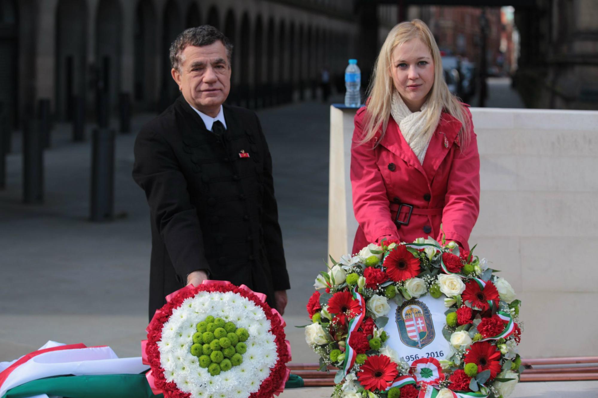 Magyar koszorúk Manchesterben (dr. Rákóczy György mentor és Rakitai Réka KCSP-ösztöndíjas)